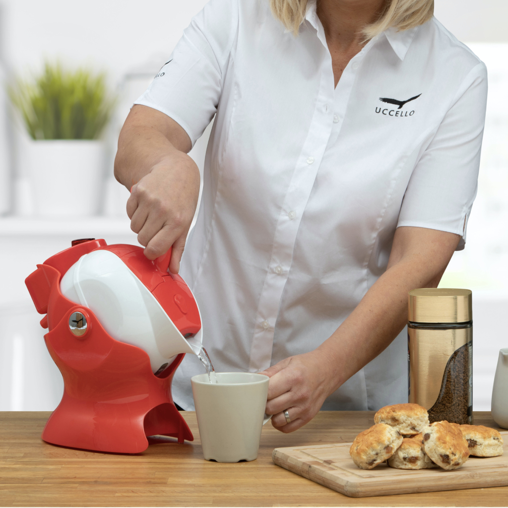 Uccello Powered Kettle Tipper Red
